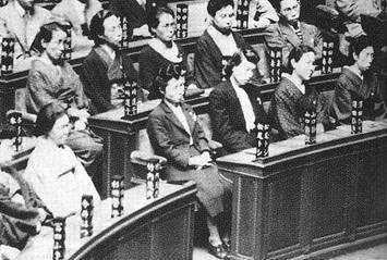 初の女性参政権で当選、登院した女性議員